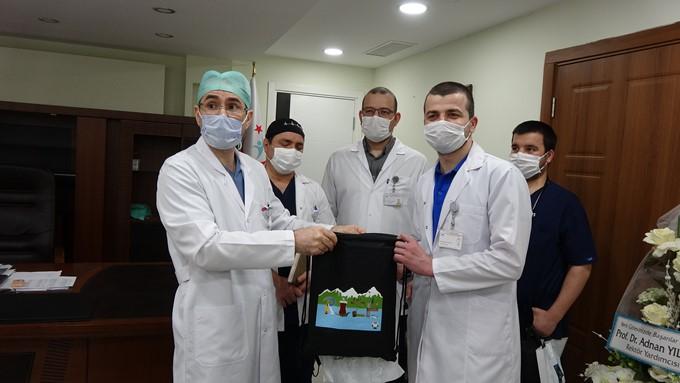 Koronavirüsü yenen 4 doktor, immün plazma bağışladı