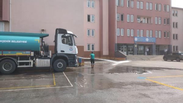 YKS öncesi Trabzon'daki okul bahçeleri temizlendi