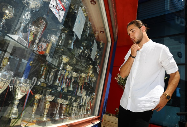 Trabzonspor'a transfer oldu kulübü ile vedalaştı