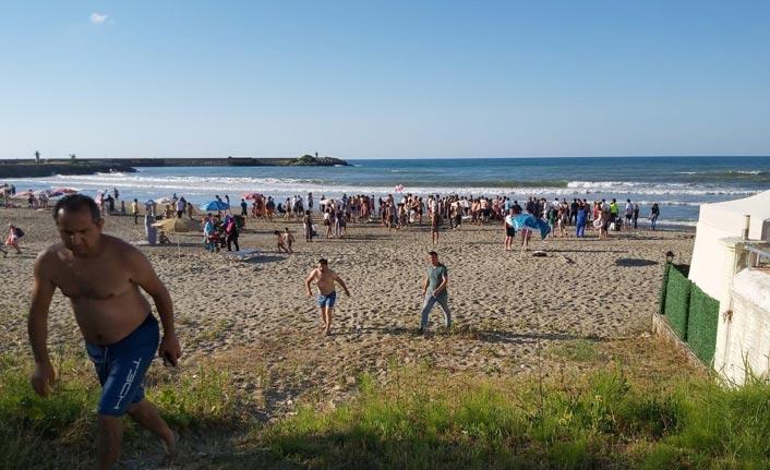 Karadeniz'de can pazarı: 9 kişi boğulma tehlikesi geçirdi