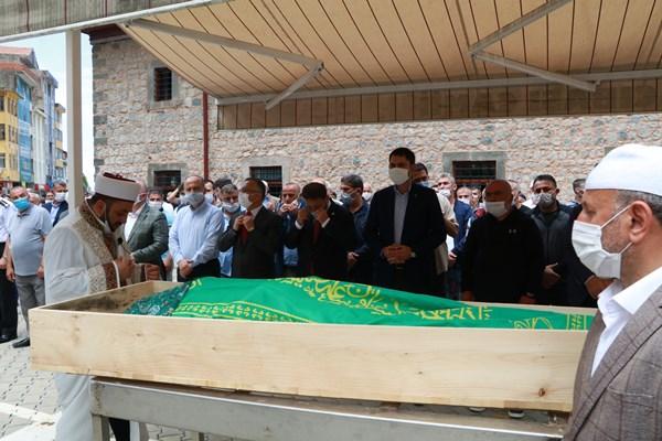 Rize'de selde hayatını kaybetti! Son yolculuğuna uğurlandı