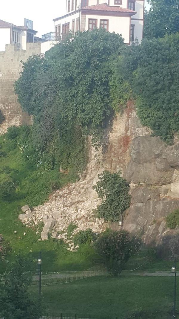 Trabzon'da tarihi surlar yıkıldı!