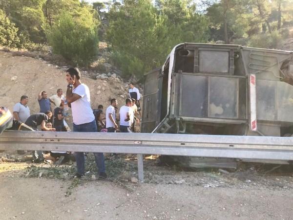 Askerleri taşıyan otobüs devrildi! 4 şehit!