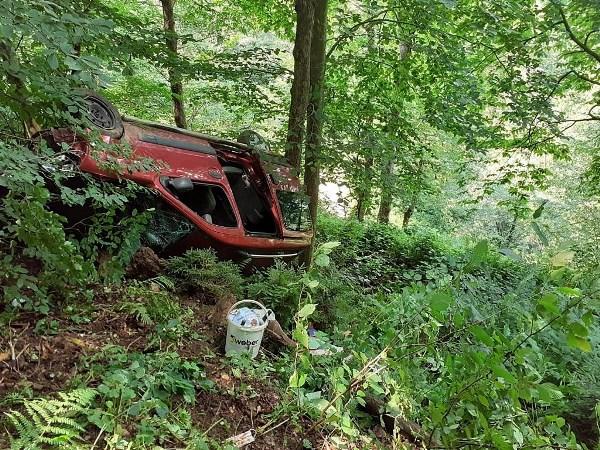 Trabzon'da hafif ticari araç uçuruma yuvarlandı: 6 yaralı