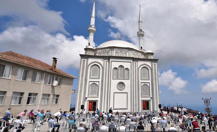 Trabzon'da camii ibadete açıldı
