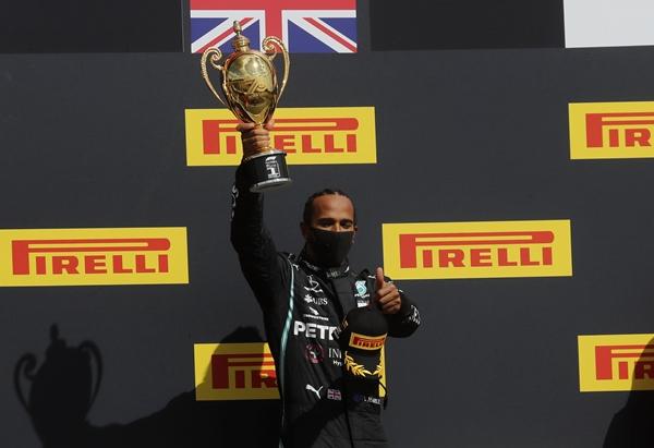 Formula 1'de Hamilton'dan üst üste üçüncü zafer