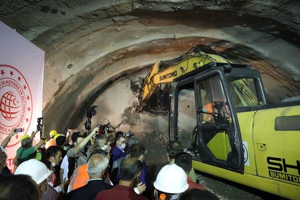 Rize'de Salarha Tüneli'nde ışık göründü
