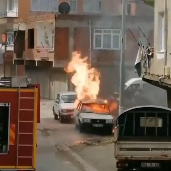 Giresun'da korkutan yangın! Park halindeki araç...