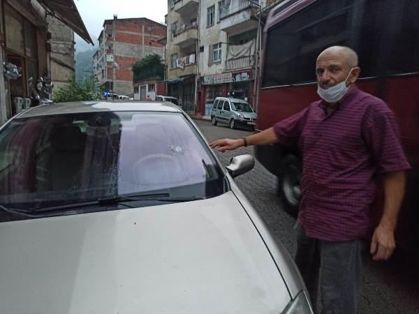 Trabzon'da park halindeki araca isabet etti! Nereden geldiği araştırılıyor