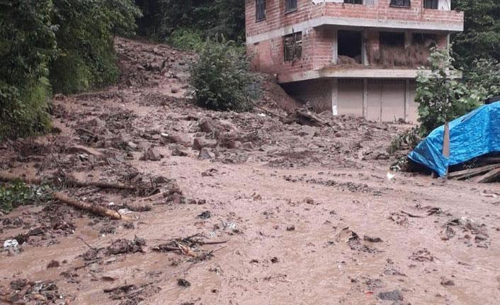 Trabzon'da şiddetli yağış heyelan yol açtı