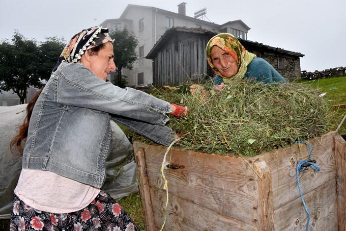 Trabzon'da bu çift gençlere taş çıkartıyor