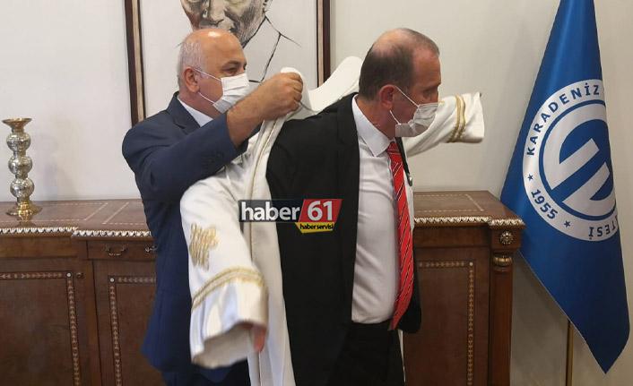 KTÜ'de yeni rektör Hamdullah Çuvalcı görevi devraldı