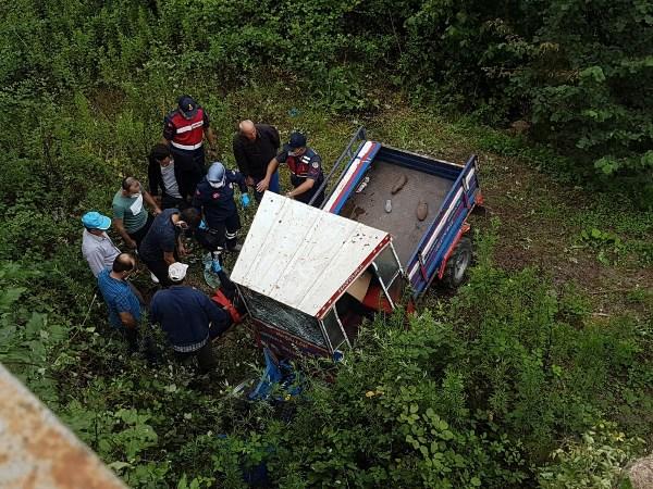 Tarım aracı köprüden uçtu: 3 Yaralı