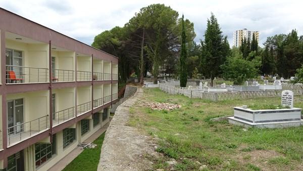 Bu da mezarlık manzaralı 'huzurevi'