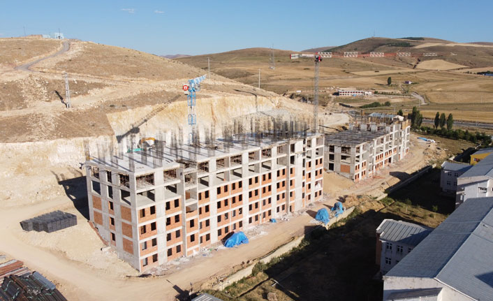 Bayburt Valisi Epcim, yurt inşaatında incelemelerde bulundu