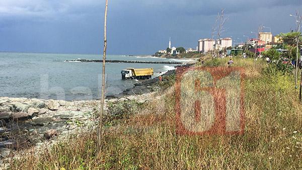 Trabzon'da kamyon denize uçtu: 1 Yaralı