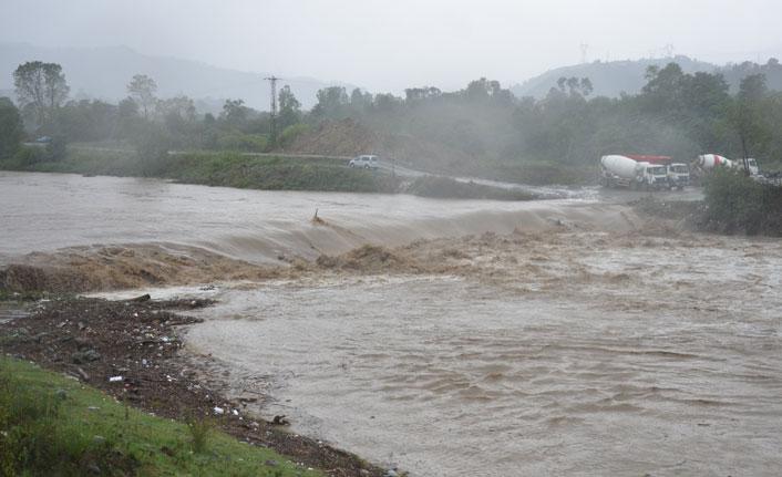 Aşırı yağışlar heyelanlara yol açtı
