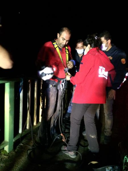 Trabzon UMKE ekibi Giresun'da! Yaralı şahsı böyle kurtardılar