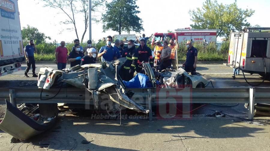 Trabzon'da feci kaza! Tır otomobili biçti
