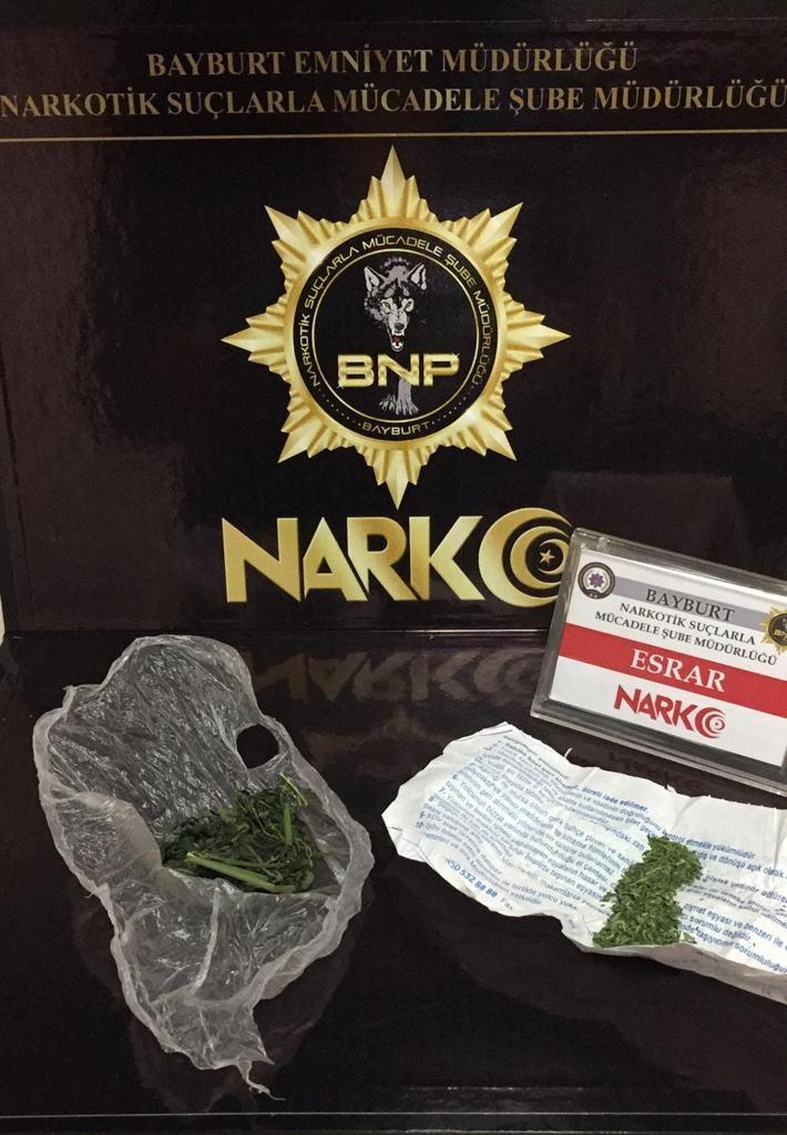 Bayburt'ta 4,86 gram esrarla bir kişi yakalandı