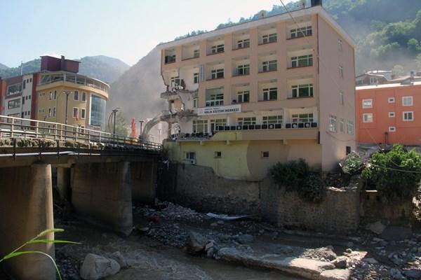 Giresun'da 4 günde 15 bina yıkıldı
