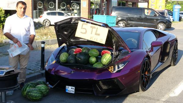 İlginç anlar! Lüks otomobilde 5 liraya karpuz sattı