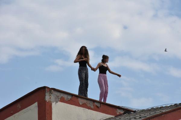 Samsun'da çocuk yuvasında hareketli anlar! Çatıya çıkarak intihara kalkıştılar