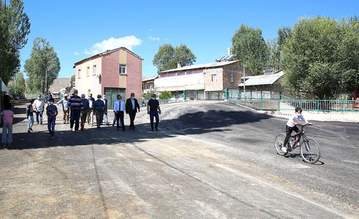 Vali Epcim, asfalt çalışmalarını inceledi