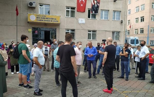 Trabzon'da okul isyanı! Veliler okul bahçesinde toplandı