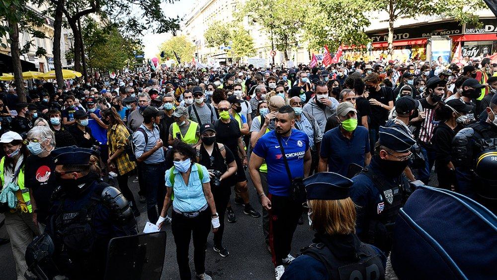 Fransa'da Macron ve hükümet karşıtı protesto