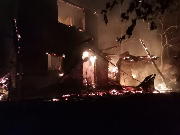 Artvin'de yangında 3 ev ve bir ahır ile samanlık kül oldu