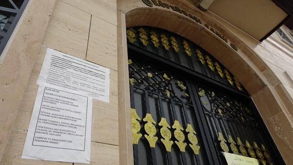 Müezzin koronavirüs olunca cami ibadete kapatıldı