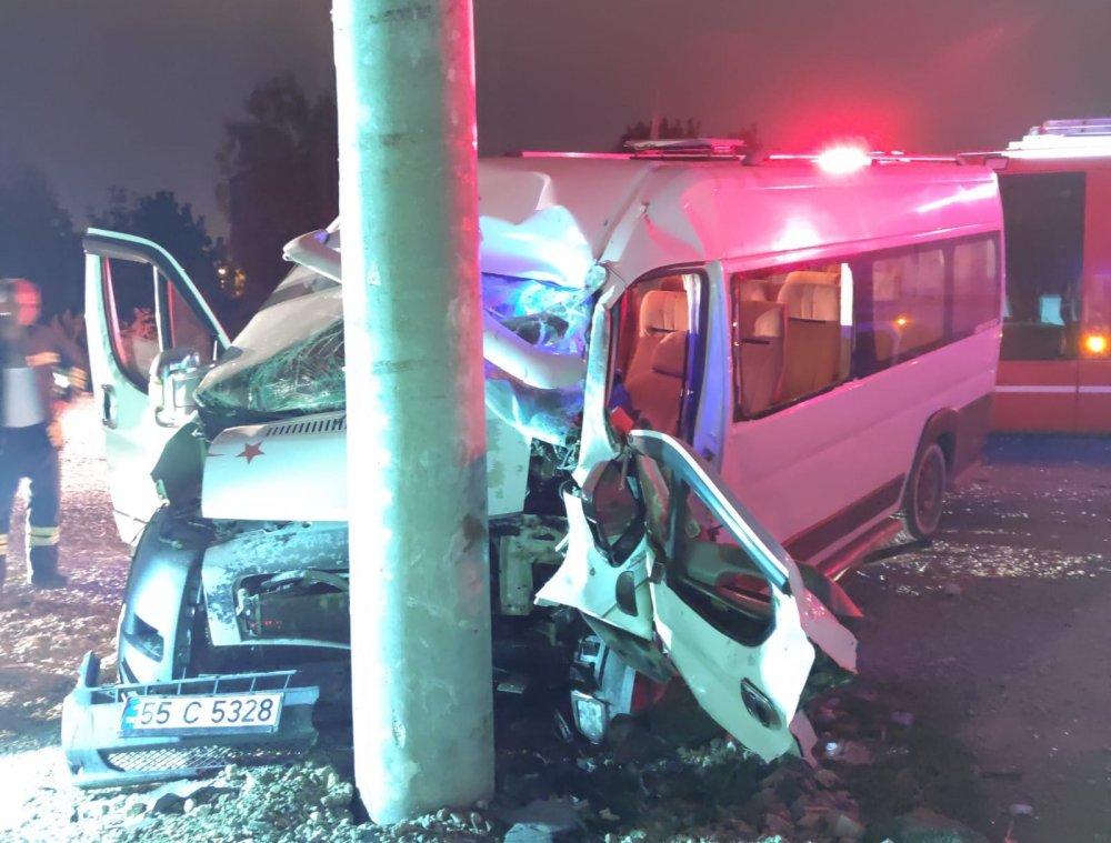 Samsun'da minibüs direğe çarptı : 1 yaralı