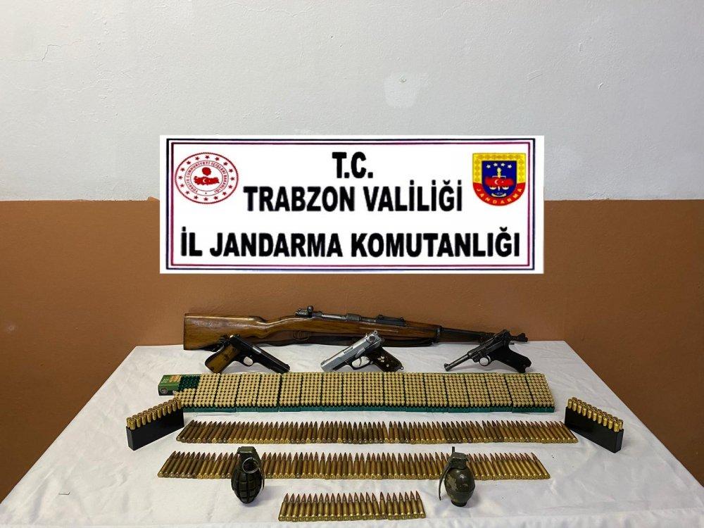 Trabzon'da havaya ateş eden gazi yakalandı; aracından silahlar çıktı
