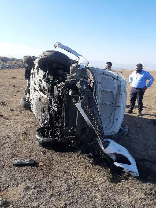 Trabzon plakalı otomobil şarampole yuvarlandı! 2 yaralı