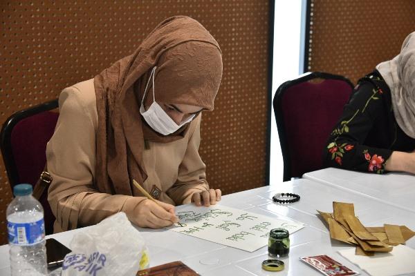 Trabzon'da kaligrafi sanatını öğrenip kendi işlerini kuruyorlar