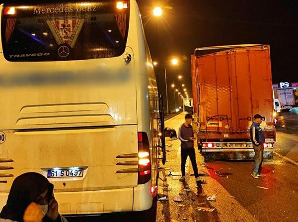 Trabzon'dan giden yolcu otobüsü kaza yaptı! Yaralılar var