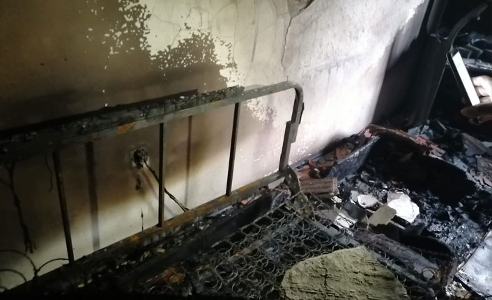 Prizden çıkan yangında evdeki eşyalar kullanılamaz hale geldi