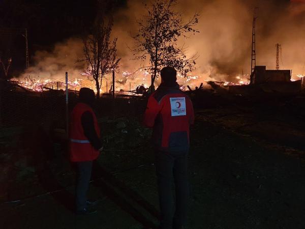 korkutan yangın: 1 cami ve 10 ev yandı