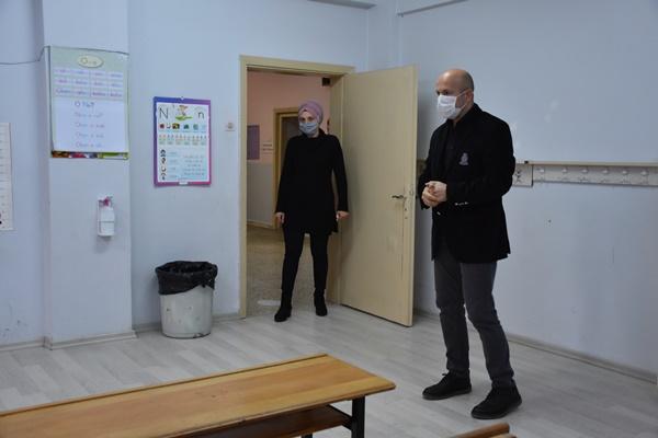"""Trabzon'da Kovid-19'u yenen okul müdüründen """"kurallara uyun"""" çağrısı"""