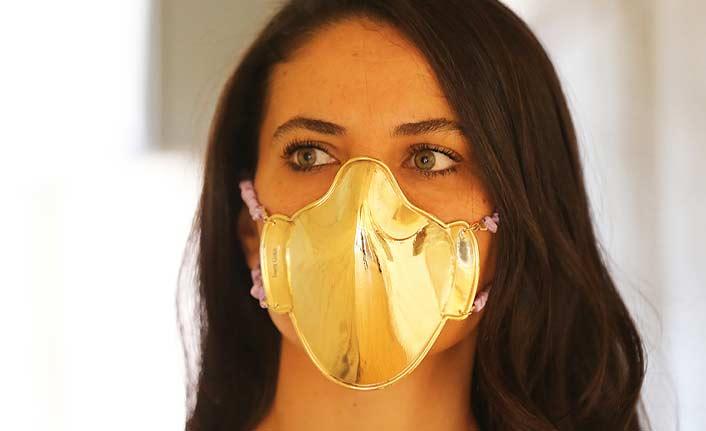 Altın ve gümüşten maske üretip satışa çıkardı
