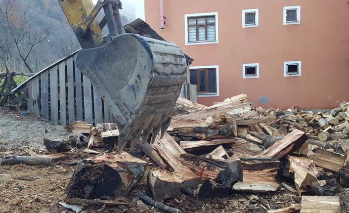 Karadenizli'den ilginç odun kırma yöntemi