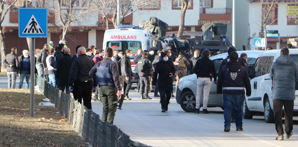 Erzurum'da dehşet anları! Ayrıldığı eşi ve 2 kızını öldürdü, vurularak etkisiz hale getirildi