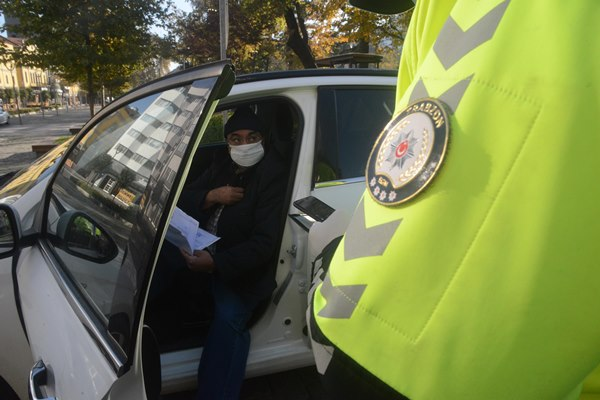 Trabzon'da polisin kısıtlamada sokağa çıkan Kuveytliyi anlama çabası