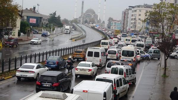 Trabzon'da kaza trafiği felç etti