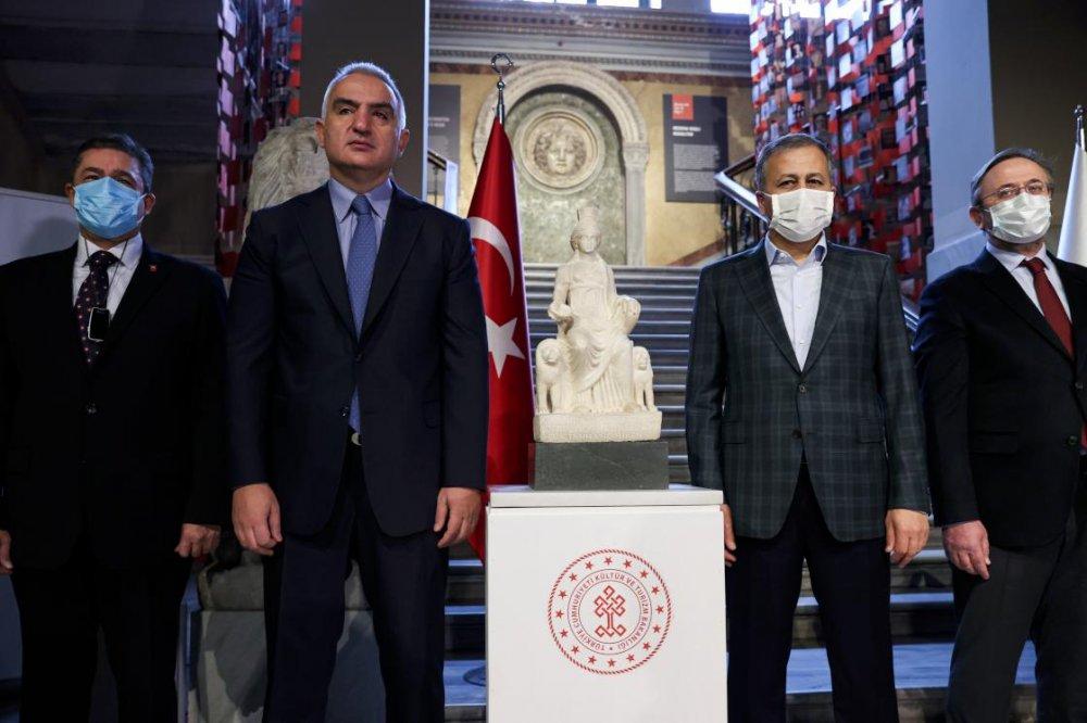 Bakan Ersoy: Kybele heykeli artık ait olduğu topraklara, vatanına gelmiştir