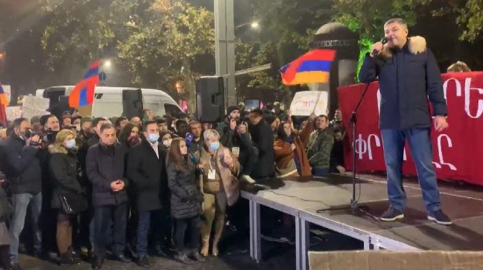 Ermenistan'da Paşinyan'a öfke dinmiyor