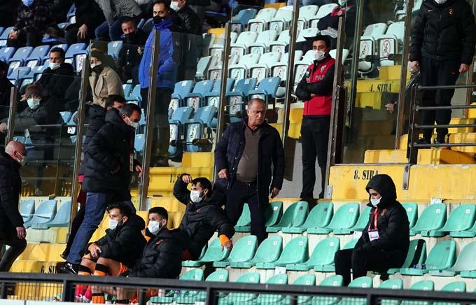 Fatih Terim Kırmızı kart gördü! Trabzonspor maçında…