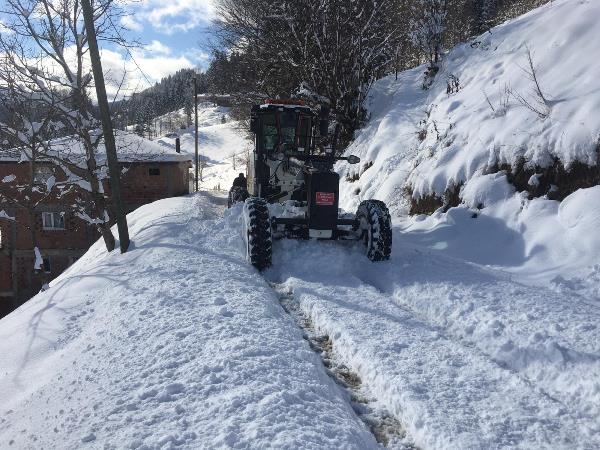 Trabzon'da karla mücadele! 102 mahalle yolu ulaşıma kapandı