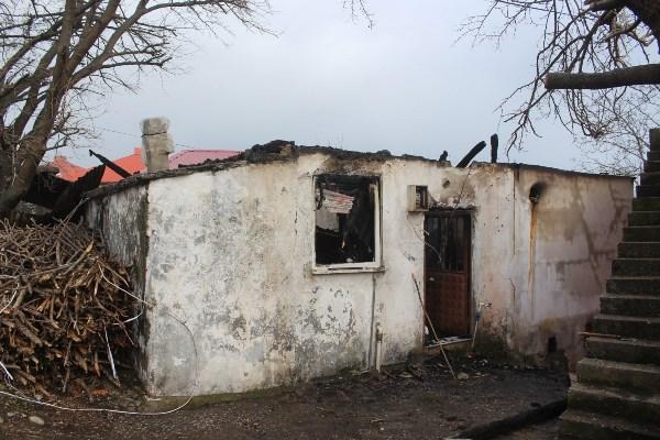 Giresun'da yaşlı adamı yanmaktan komşuları kurtardı